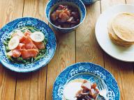 ブルー&ホワイトの器とパンケーキ - 今月のひと皿   vol. 6