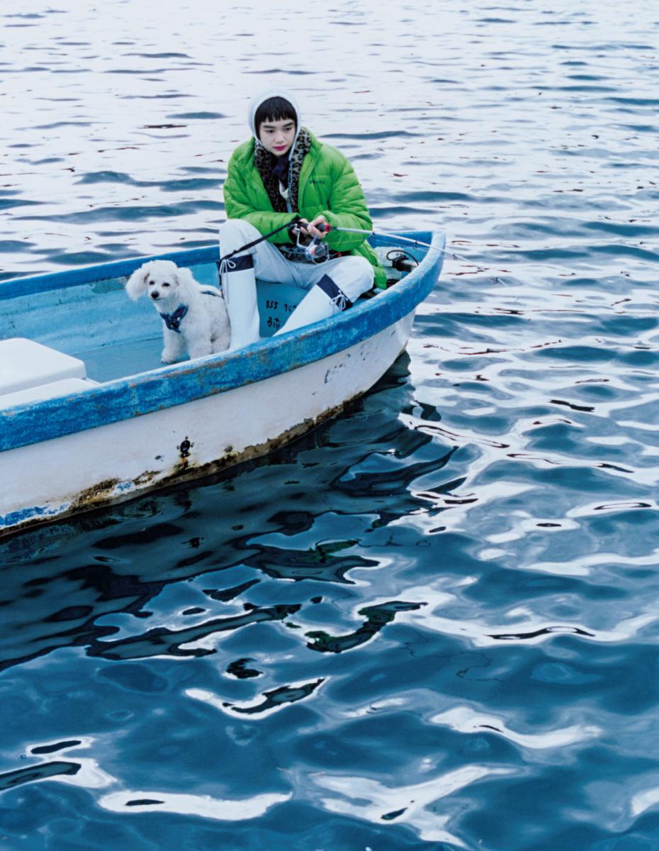 心地よい光を浴びながらボートを漕ぎ出して