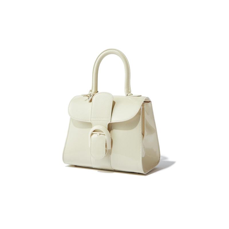 バッグ〈H16×W20×D11〉¥383,000/デルヴォー・ジャパン(デルヴォー)