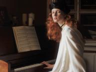 白と黒。やさしいピアノの調べに耳を澄ませば