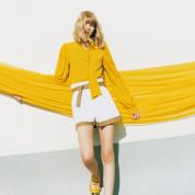 足もとに咲くのは、黄色いリボン