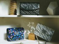 「BB」の新バッグ&フェティッシュなシューズで視線を独り占め