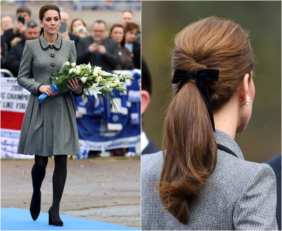 【キャサリン妃×リボン飾り】事故死したレスター・シティFCの会長に哀悼の意を表した日は、キャサリン・ウォーカーのドレスコートでフォーマルな装い。ヘアをきっちり束ねたベロアのリボン飾りはJ.クルーのもの。(2018.11)