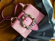 華やかな色彩にビジューが輝く、ミュウミュウのクリスマスコレクション