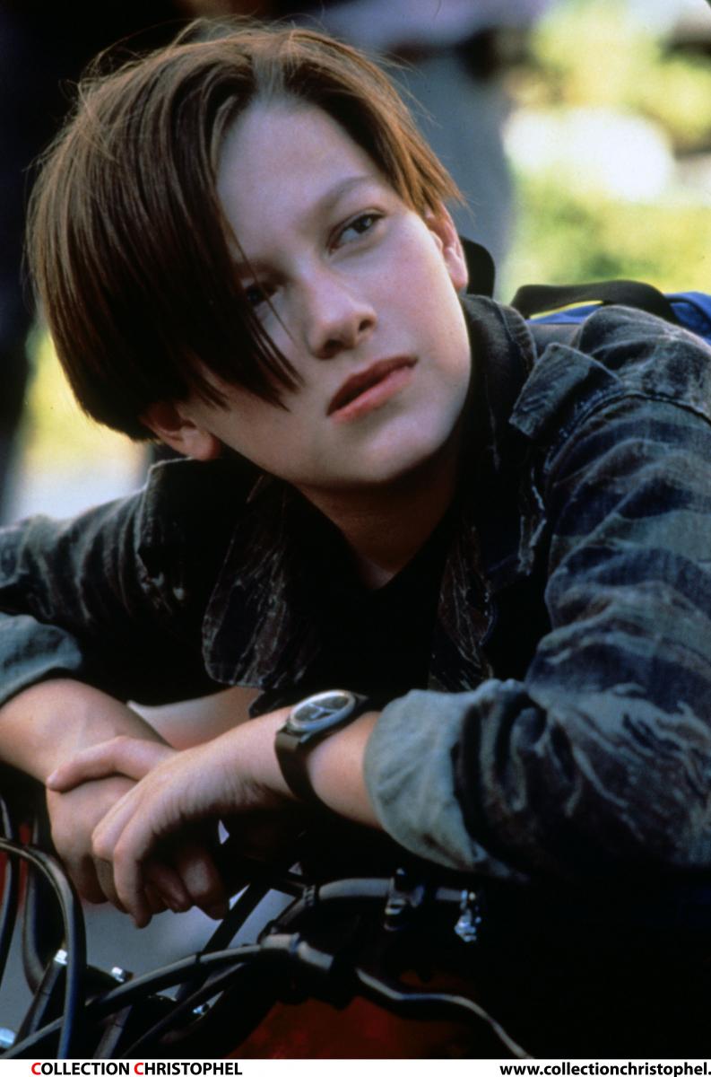 映画『ターミネーター2』(1991)のジョン・コナー役でデビューし、「絶世の美少年」として話題になったエドワード・ファーロング。当時13歳とは思えない妖艶さで女性たちの心を鷲づかみ! 日本では特に異様な人気ぶりで、CMに出演し、歌手としてアルバムもリリース。