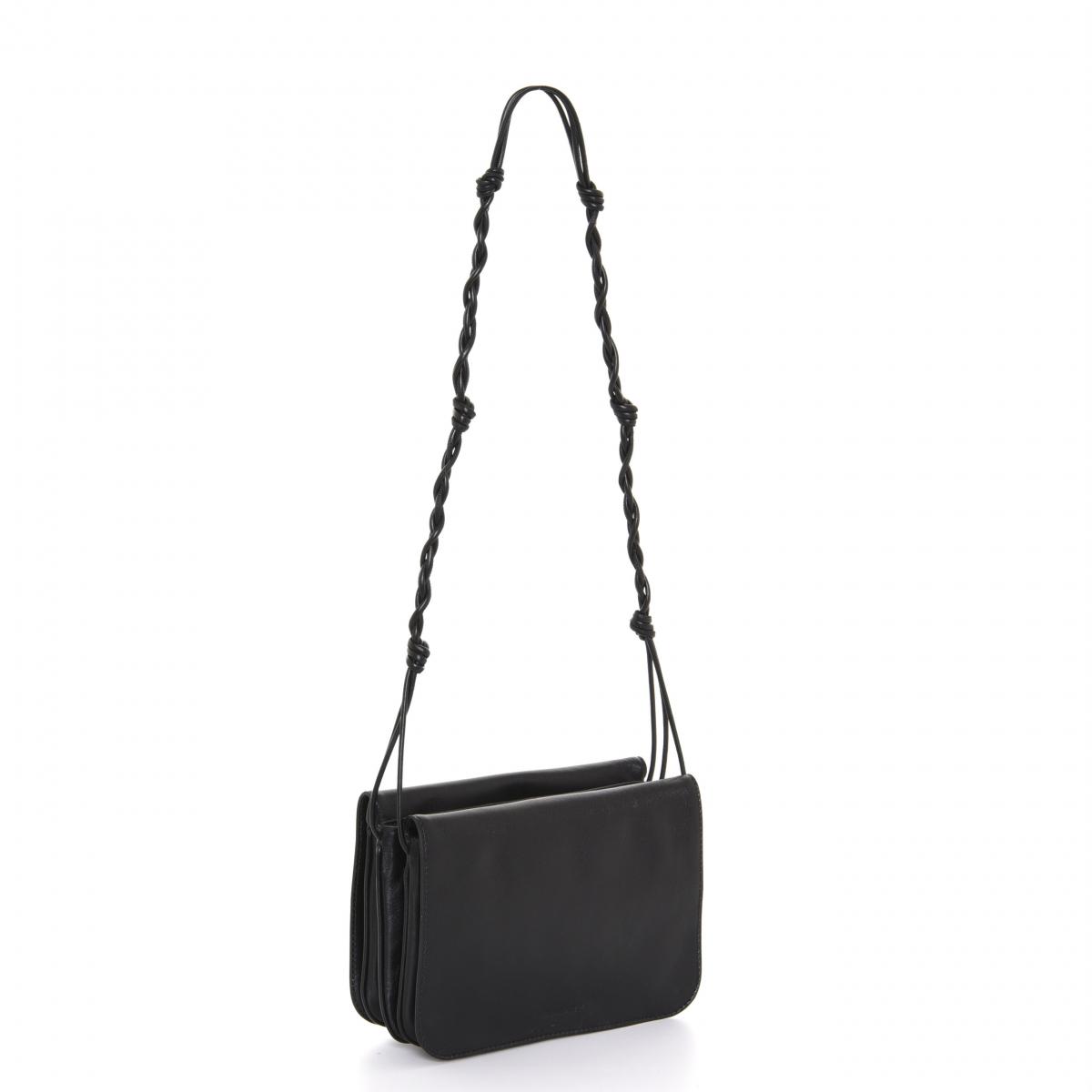 バッグ「タングル マルチポーチ スモール」〈H19×W29×D5㎝〉¥125,000/オンワードグローバルファッション(ジル・サンダー)