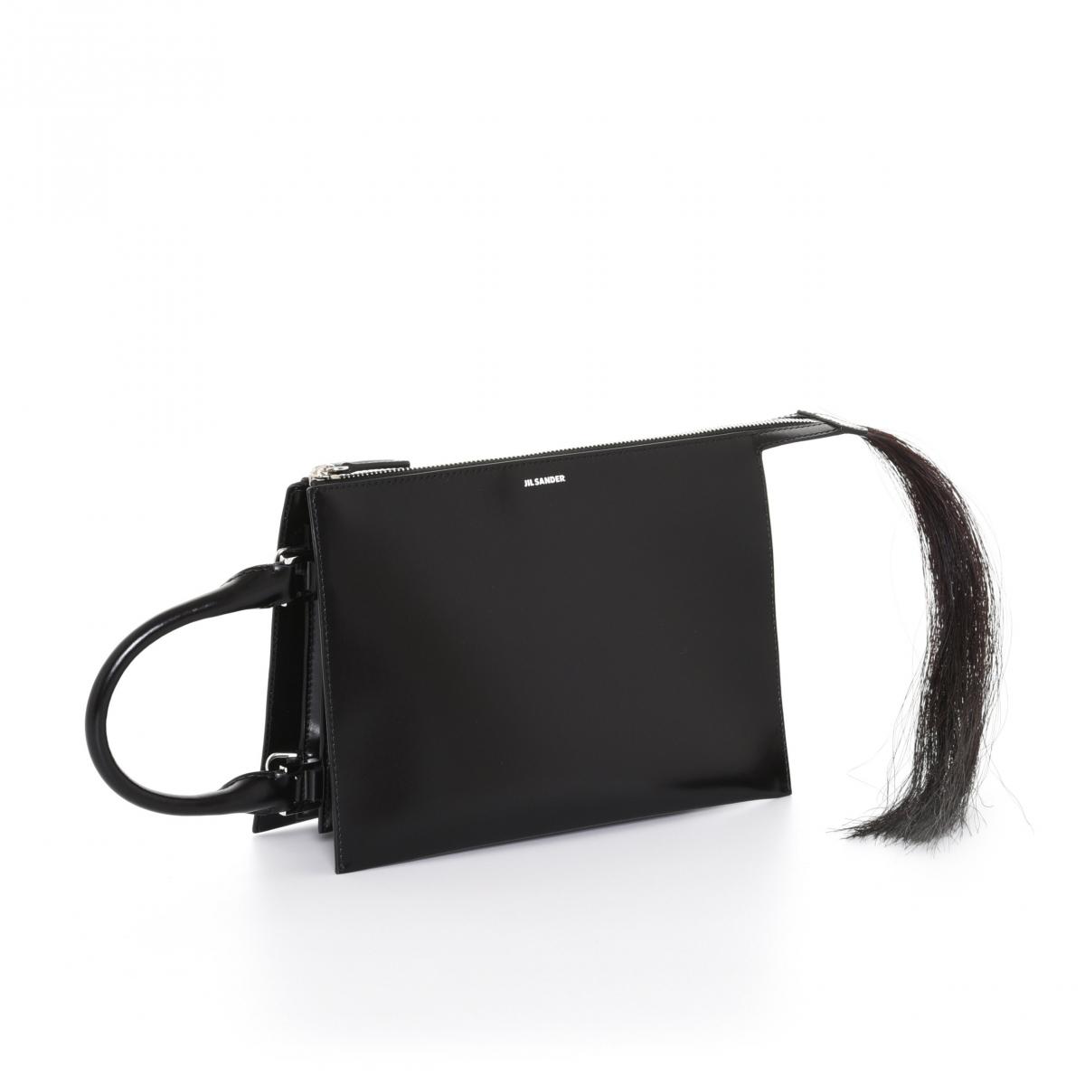 バッグ「トゥーティー スモール」〈H18×W24×D5㎝〉¥158,000/オンワードグローバルファッション(ジル・サンダー)