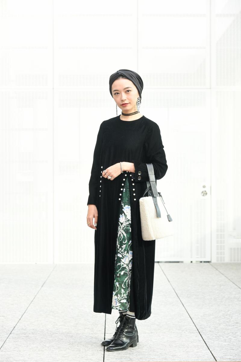 ドレス/アキラ ナカ ターバン/ユージニア キム バッグ/メアリ オル ターナ ブーツ/セレナテラ