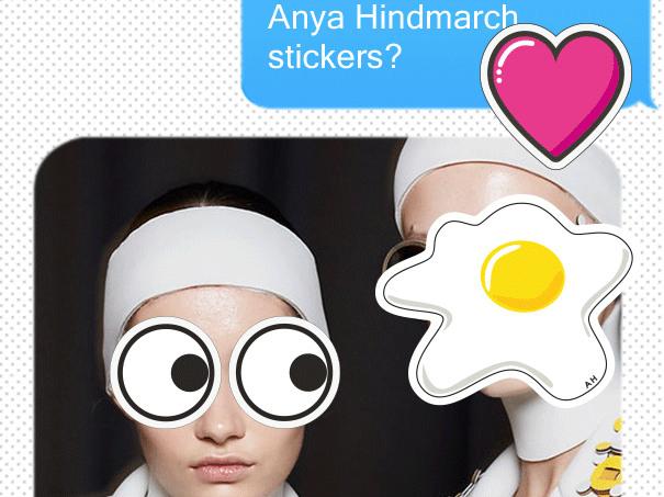 人気ステッカーをiMessageにペタリ! アニヤ・ハインドマーチの新アプリがローンチ