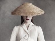 ディオールが、ミニチュアドレスを展示するエキシビションを阪急うめだ本店で開催