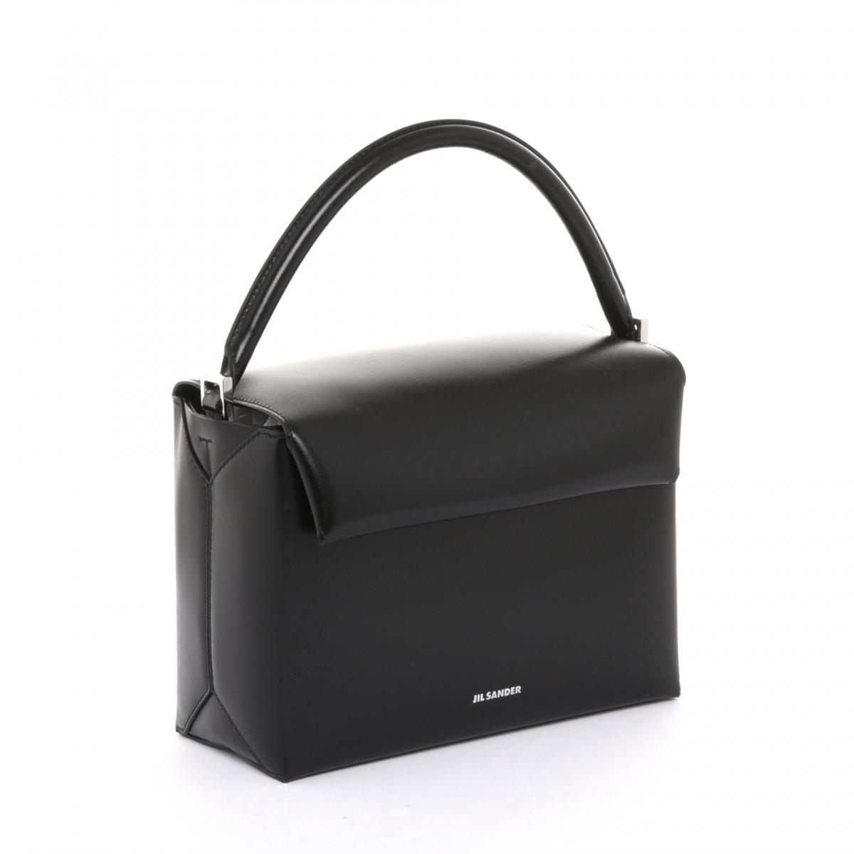 バッグ「エンベロープ ボックス」〈H15×W21×D10㎝〉¥175,000(ジル サンダー ショップ 伊勢丹新宿本館1F限定)/オンワードグローバルファッション(ジル・サンダー)