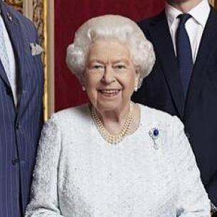 弱冠25歳で女王に! エリザベス2世の最新ニュースとロイヤルファッション