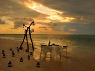 星のや竹富島で、二人だけのロマンティックなディナーを