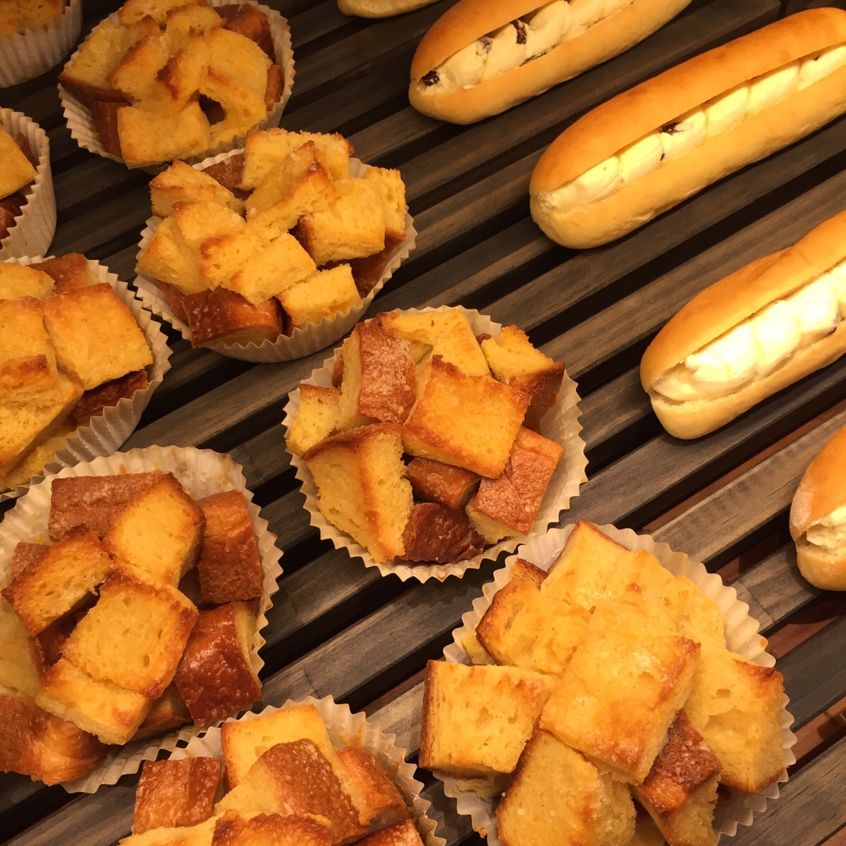 1階ベーカリーのオリジナルのパンにも注目。「フレンチトースト」「練乳クリームパン」など、ユニークなパンがリーズナブルな価格で購入できる。