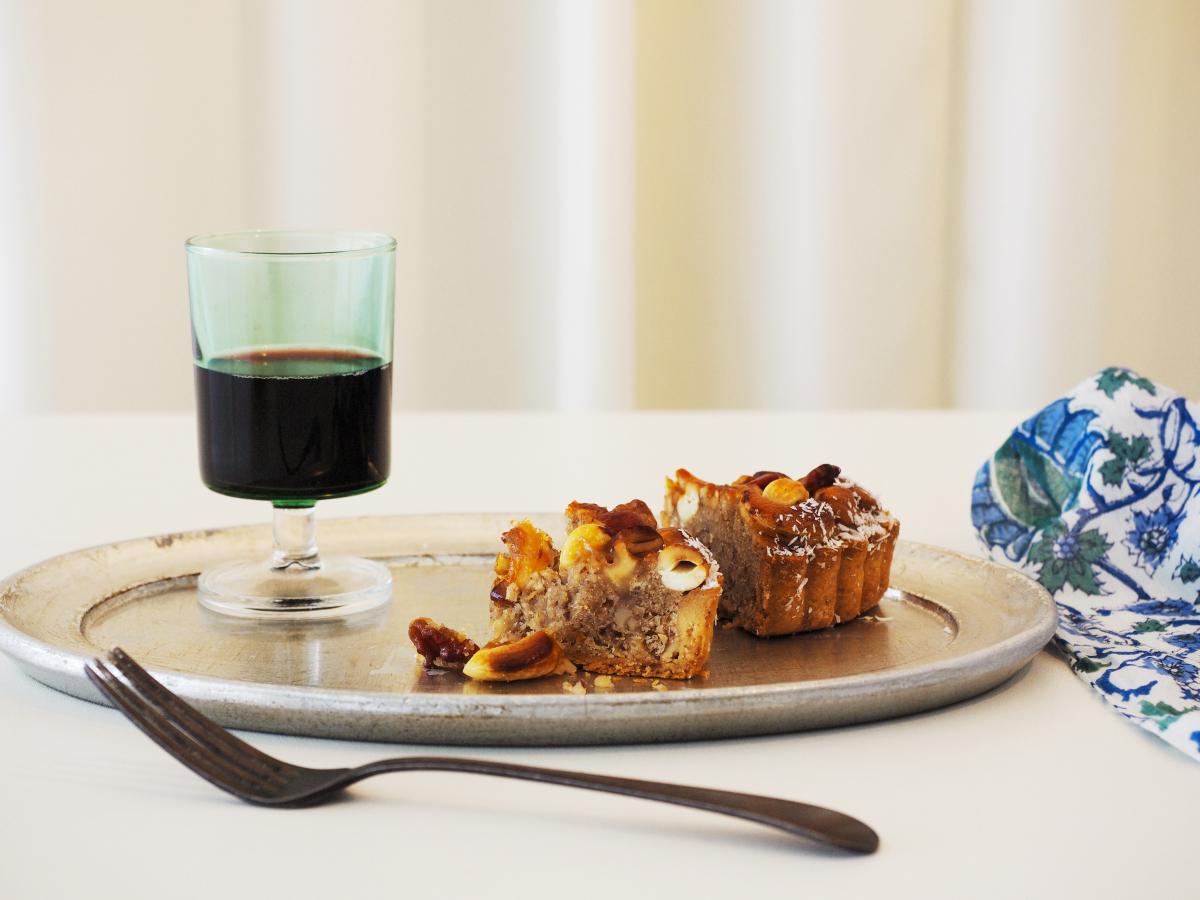 """""""お夜つ""""にもマッチ!ヴィーガンアーモンドケーキをじっくり味わう、ひとり時間の充実"""