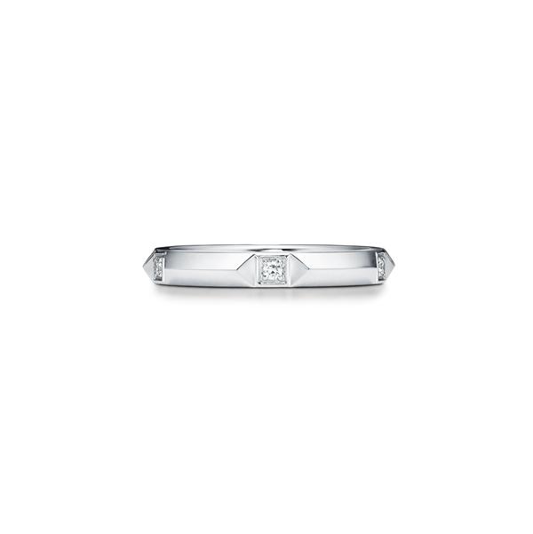 「ティファニー トゥルー バンド リング」 2.5mm〈Pt、ダイヤモンド〉¥129,000