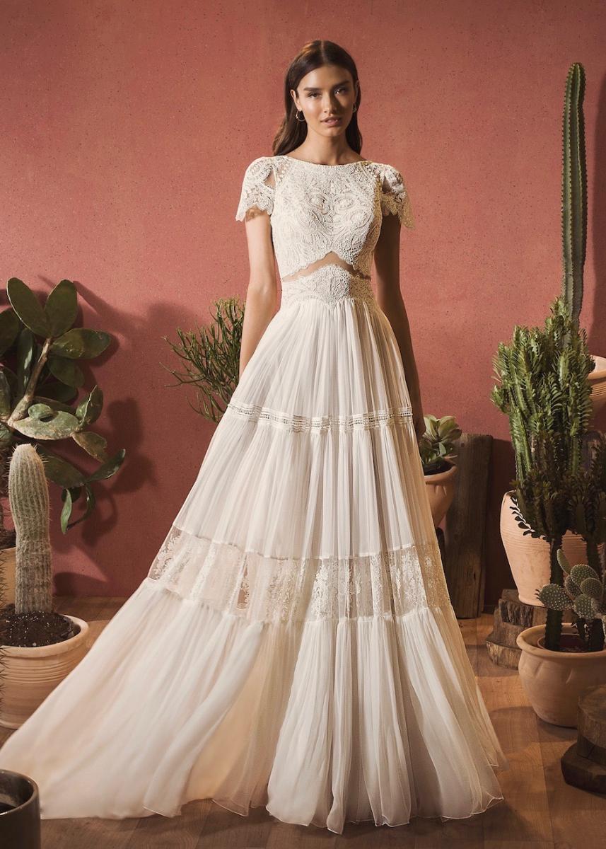 「Kiara」ドレス¥350,000(レンタル) *税抜き価格