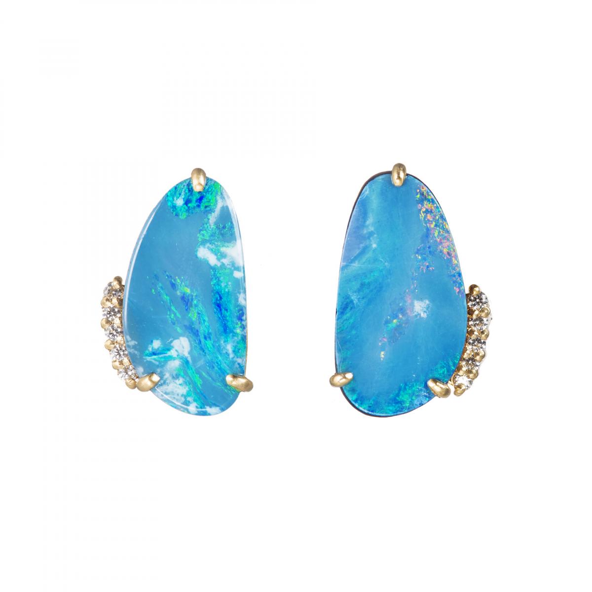 【HASUNA】耳元を彩る幸運の石、オパールのピアス