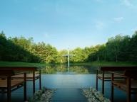 雄大な自然に誓う、美しくも神聖なる北海道「水の教会」