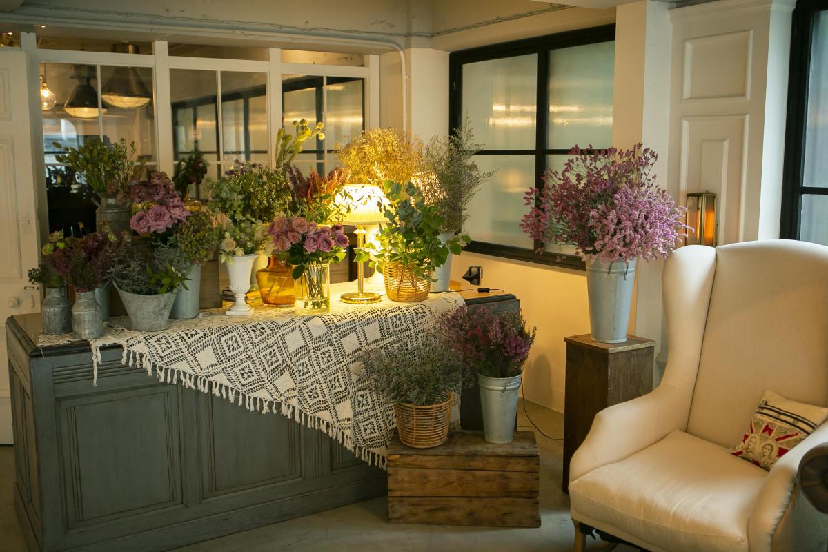 KEYWORD 11.「フラワーブッフェ」でゲストが自らテーブルを飾る