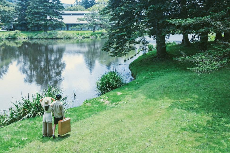 軽井沢の爽やかなグリーンに包まれ、リラックスムードで撮影を