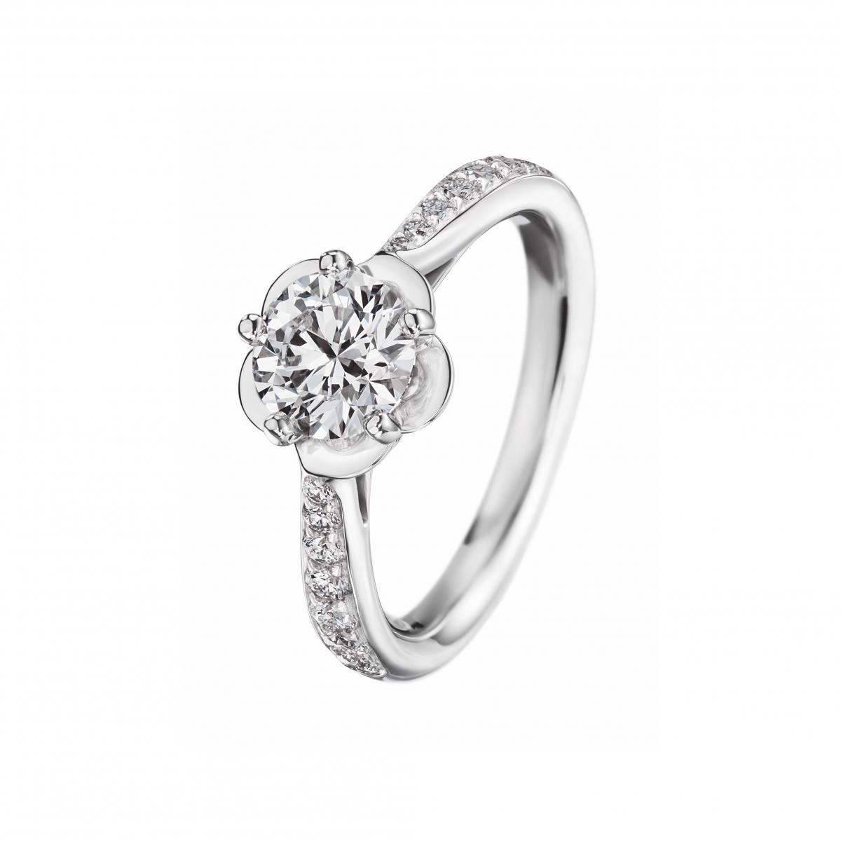 ダイヤモンドの花が咲くカメリア コレクション【Chanel】