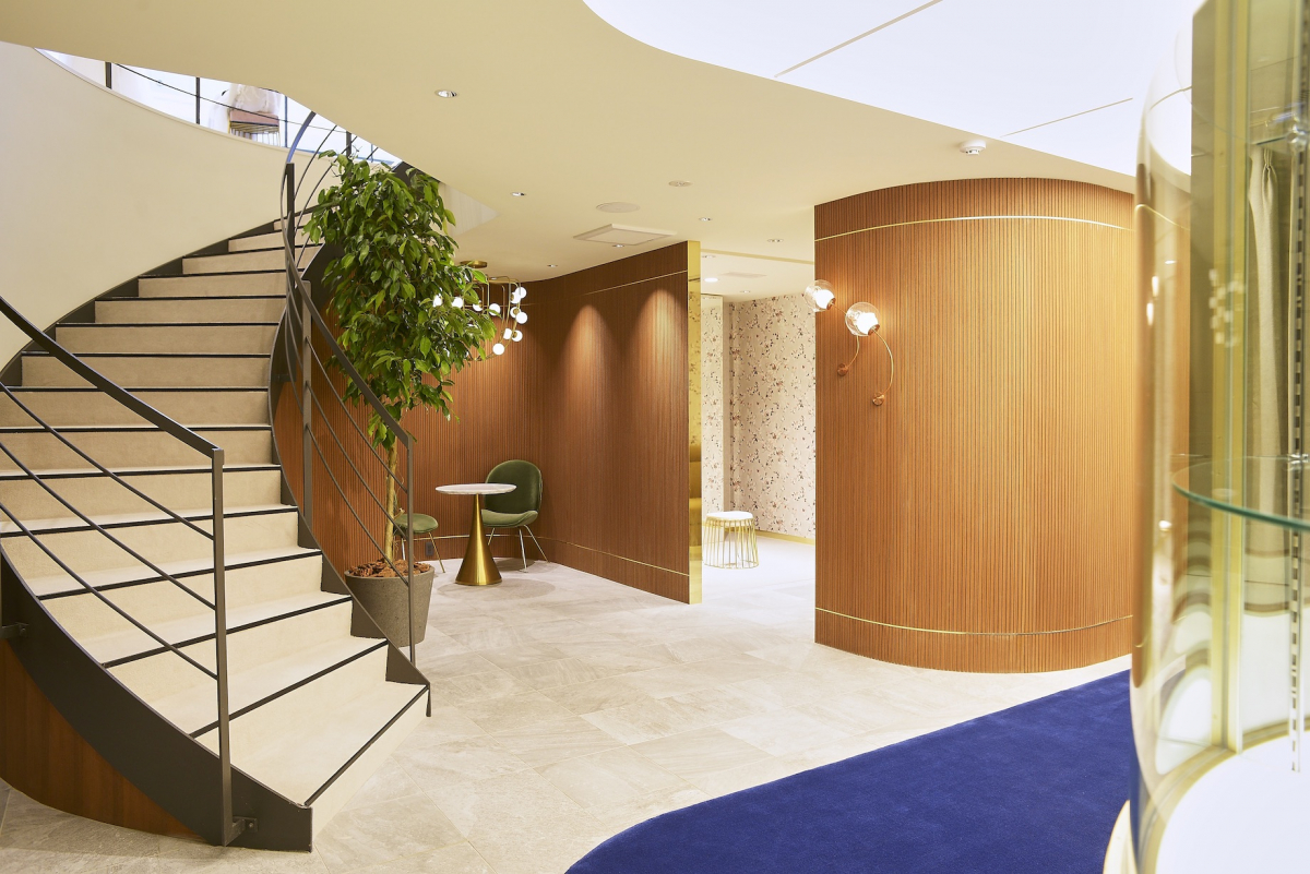 地下にあるフィッティングスペースは、わずか3室のみのプライベートな空間