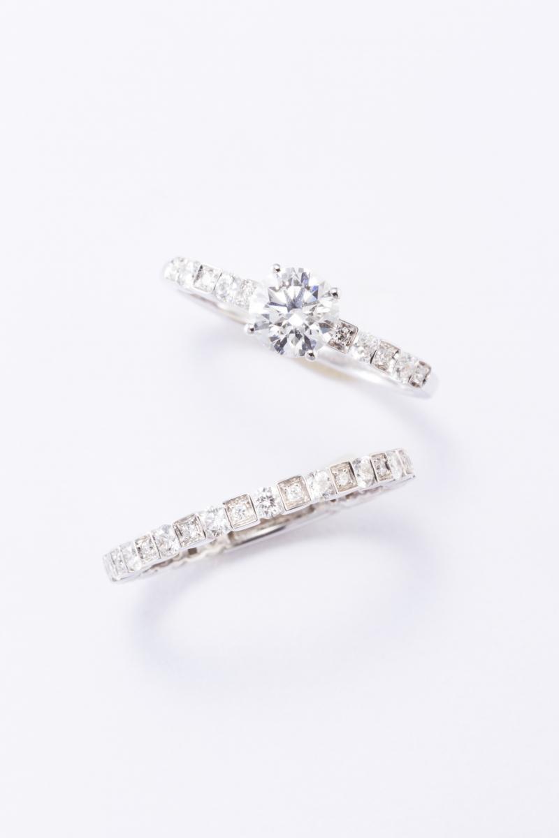 0035ef299df8 上から:「ベル エポック」エンゲージメントリング〈PT、ダイヤモンド0.3ct〜〉¥598,000〜、フルエタニティリング〈WG、ダイヤモンド〉¥254,300〜  *2019年1月30 ...