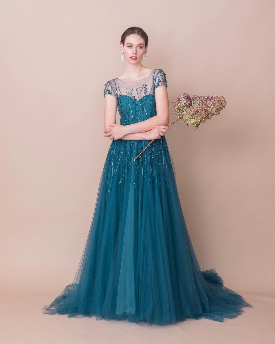 日本ではジュノのみの取り扱いとなる、NY発のケネスプール×ジュノ オリジナルカラードレス