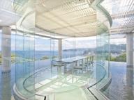 有名建築家の作品が舞台! 水に浮かぶアートなバルコニー