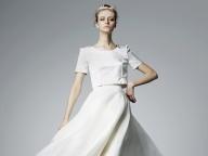 ミニマムなドレスに宿る、花嫁の凛とした気品