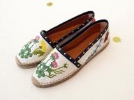 刺繍アイテムで、春のモードにクラフト感をオン