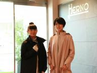 【HERNO】出張にも旅にも使える一着が欲しい! エディターふたりの、旅アウター探し