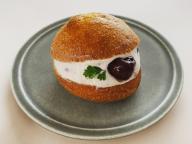 生クリームおやつとして人気急浮上! イタリア発の「マリトッツォ」、甘パン好きエディターのお気に入り3【おやつ部トピックス】
