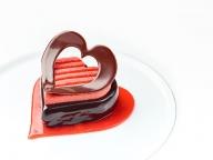 告白を意味するデザート付き。「ベージュ アラン・デュカス 東京」にバレンタイン限定メニューが登場