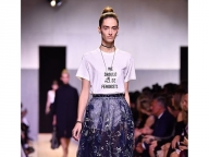 ファッションで主張してみる? モードなスローガン・アイテム