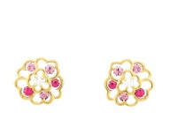 シグネチャーのカメリアの花はピンクサファイアで愛らしく