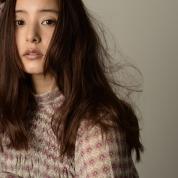 新木優子さんのファッションストーリーへ