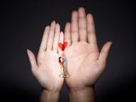 ふたりの手のひらが絵本に。ティファニー銀座本店で体験型イベント『Hand meets Hand』開催!