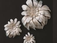 四季折々の「音」から生まれた花飾り。エミ タカザワの刺繍花 新作展が表参道・水金地火木土天冥海で開催