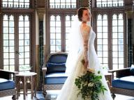 クラシカルなレースドレスで洗練された大人花嫁に