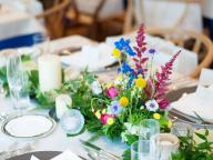 カラフル&ポップな装花で楽しい雰囲気を盛り上げて
