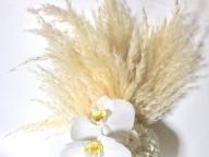 質感の違う白が織り成す、シンプルモダンな大人ブーケ