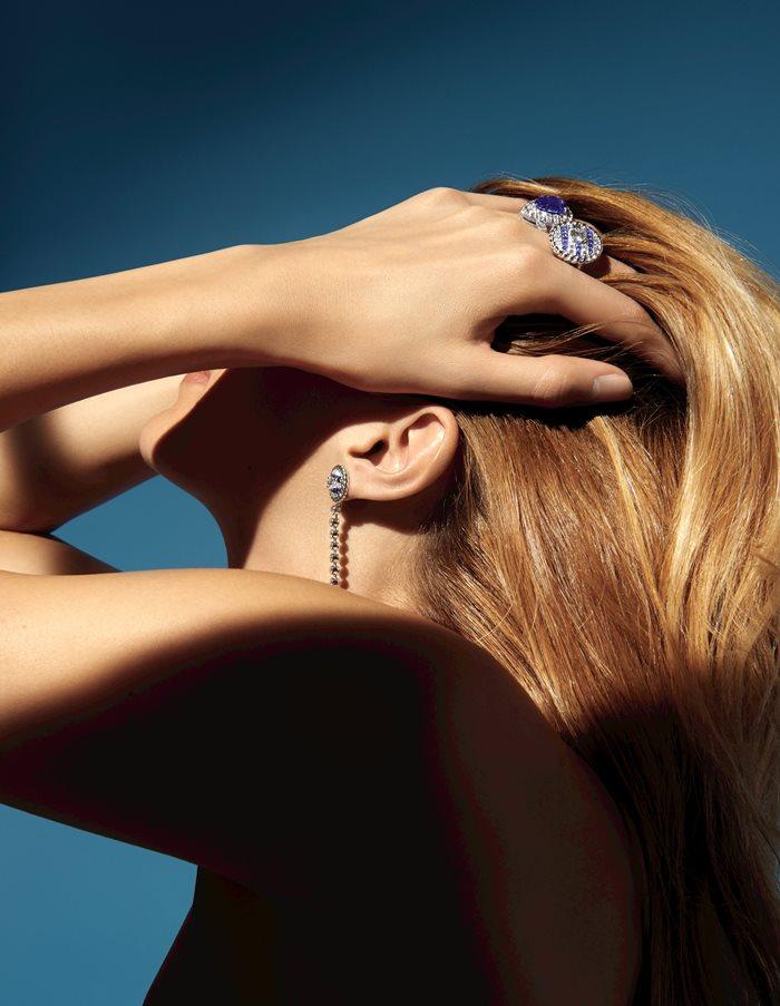 上から:「ディープ ブルー」リング(K18YG×ブルーサファイア×ダイヤモンド)参考商品・「セイラー スーツ」リング(K18WG×ブルーサファイア×ダイヤモンド)¥7,300,000・イヤリング(K18WG×ブルーサファイア×ダイヤモンド)¥4,950,000*すべて参考価格