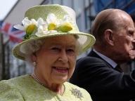 祝エリザベス女王! 英ロイヤル4世代が記念切手の顔に