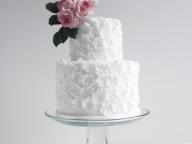 大人花嫁の心を掴む、シックなモチーフケーキに夢中!