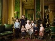 エリザベス女王の公式ポートレートに英ロイヤルキッズ一同が登場