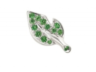 【Dior】グリーンのフレッシュな輝きで魅せるバラの葉ピアス