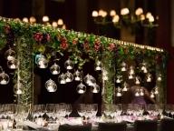 印象的なゲストテーブルはフルーツで装飾を