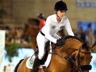 モナコ王室のシャーロット・カシラギが可憐な姿で乗馬を披露!